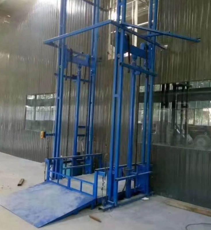 福建曳引货梯